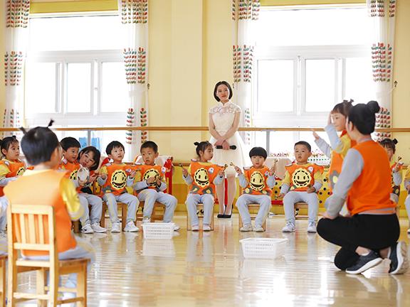 """红黄蓝汇报""""十三五""""重点课题研究?音乐塑造人格"""