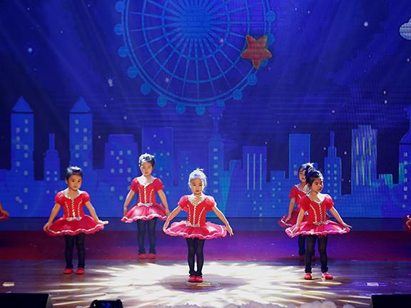 红黄蓝夏季艺术节汇演,让孩子走向更大的舞台